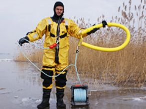 "rescuer with MARSARS ice rescue kit ""B"""